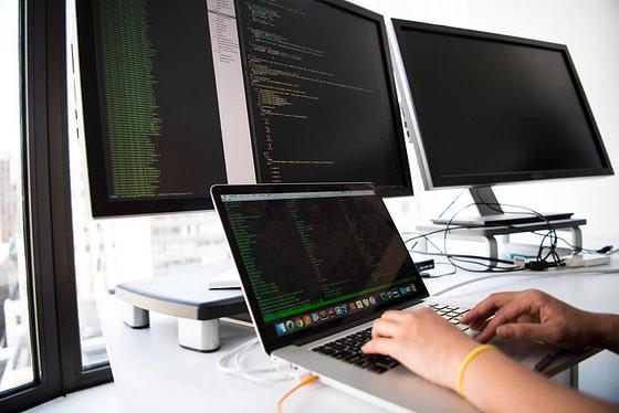 tech providing remote support via computer DRC Technologies